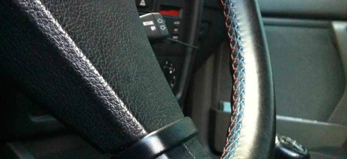Tapizado de volantes de cuero tapiceria de volantes coche for Tapiceria para coches en zaragoza